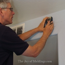 trim carpenter molding installer