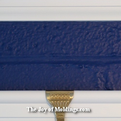 border color below crown molding