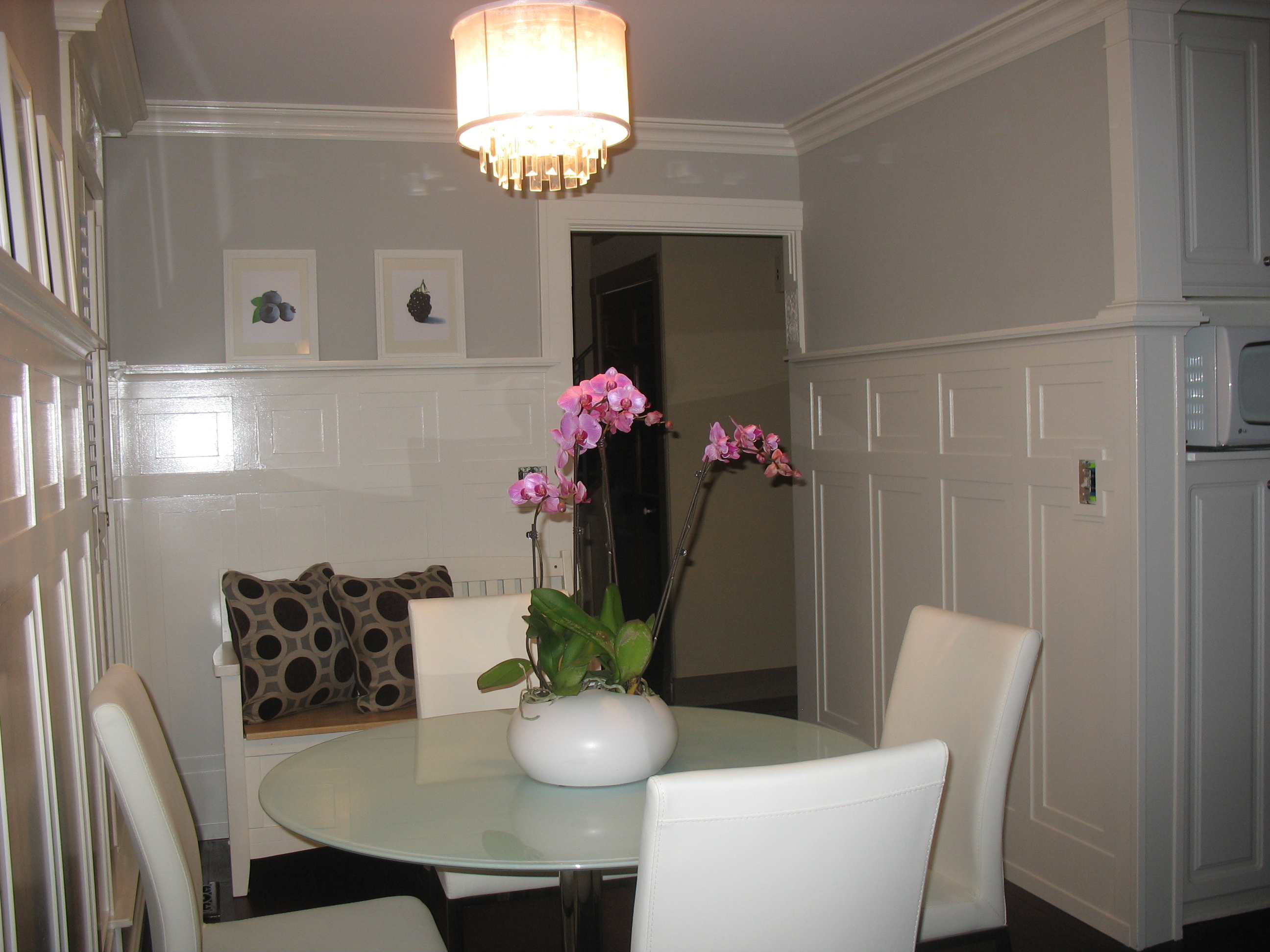 Tall wainscoting dining room - Craftsman Style Kitchen Moldings