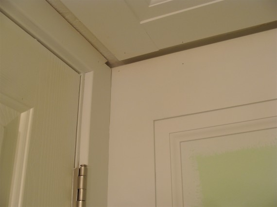 how to prime bathroom moldings