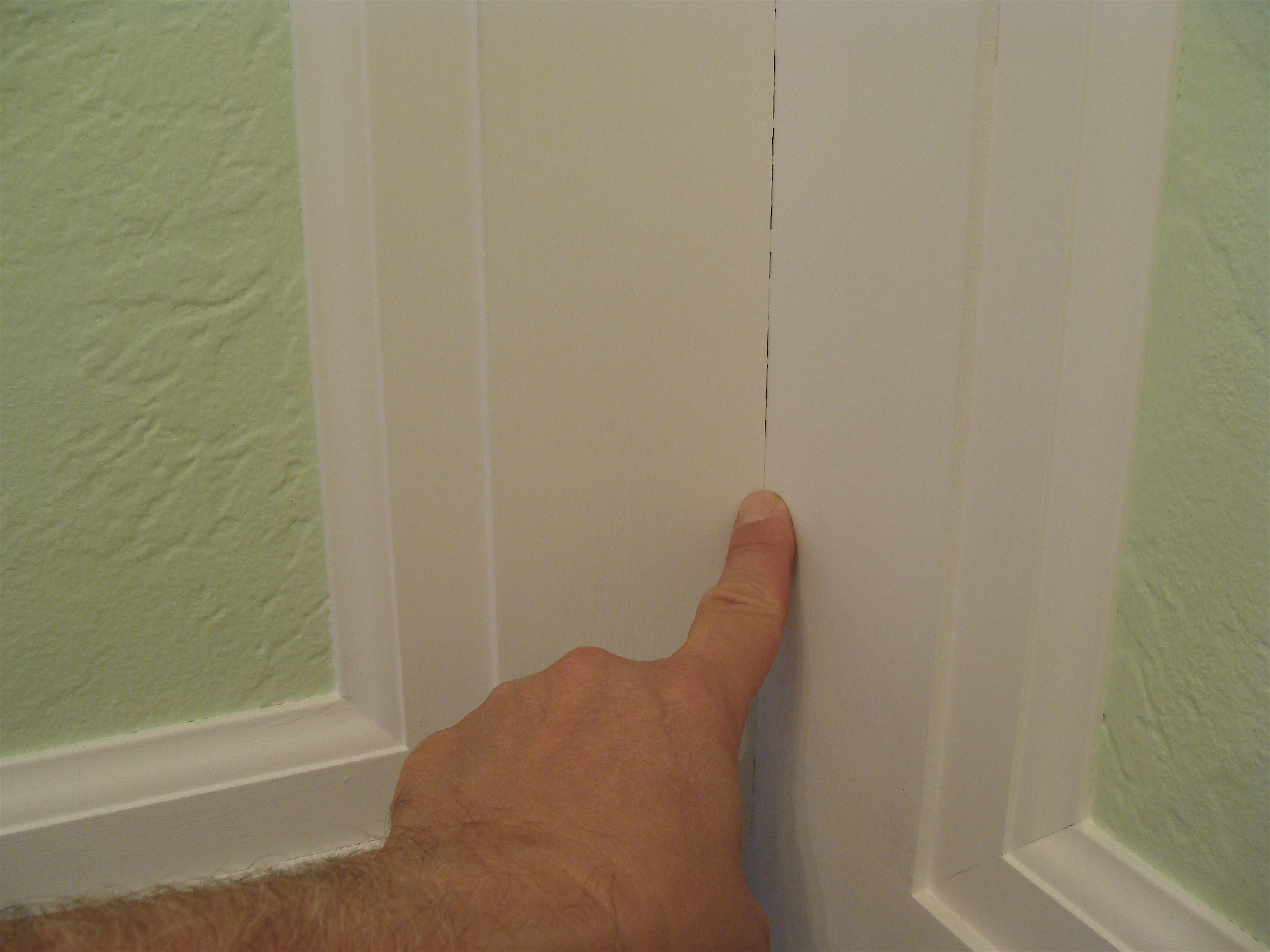 how-to-calulk-spackle-gaps-holes-in-moldings-millwork ...